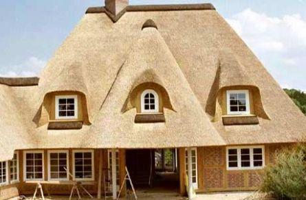 Жилой соломенный домик